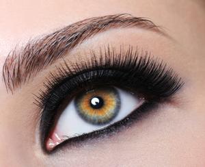 Wearing Eyeliner on the Bottom of the Eye