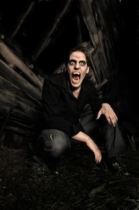 Mens Vampire Makeup Tips