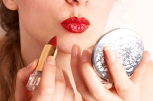 https://cf.ltkcdn.net/makeup/images/slide/87454-314x208-bold-red-lipstick.jpg