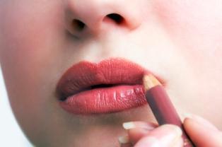 https://cf.ltkcdn.net/makeup/images/slide/87458-314x208-precise-liner.jpg