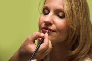 https://cf.ltkcdn.net/makeup/images/slide/87463-300x199-makeupslide1.jpg