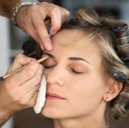 https://cf.ltkcdn.net/makeup/images/slide/87468-252x250-makeupslide6.jpg