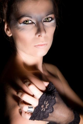 https://cf.ltkcdn.net/makeup/images/slide/87700-430x644-halloween6.jpg