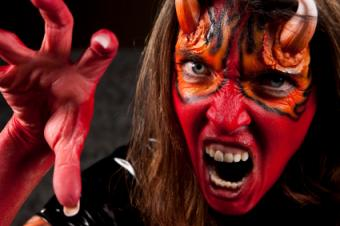Photos and Tips for Halloween Eye Makeup