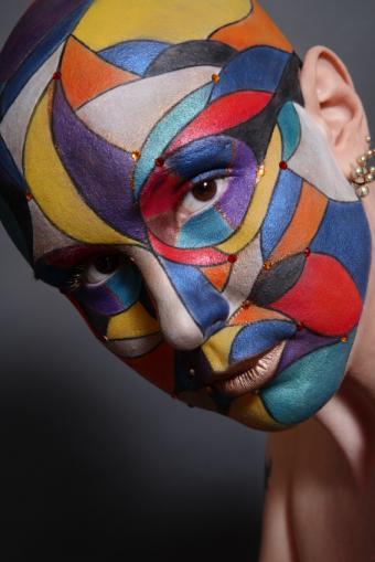 https://cf.ltkcdn.net/makeup/images/slide/87736-566x848-face3.jpg
