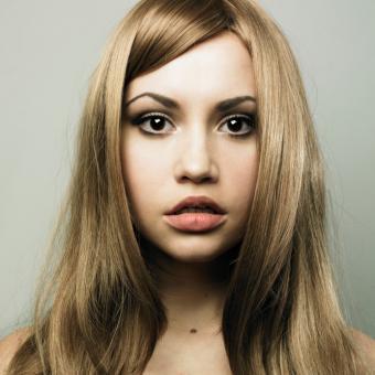 https://cf.ltkcdn.net/makeup/images/slide/87817-693x693-Spring_makeup_look3.jpg