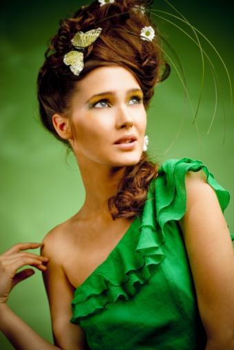 https://cf.ltkcdn.net/makeup/images/slide/87861-513x768-Haute_couture_makeup.jpg