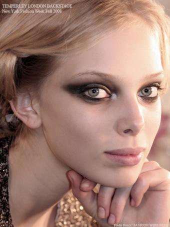 https://cf.ltkcdn.net/makeup/images/slide/87863-500x666-Haute_couture_makeup_5.jpg
