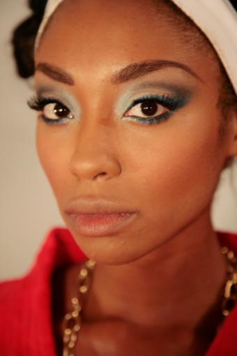 https://cf.ltkcdn.net/makeup/images/slide/87864-400x600-Haute_couture_makeup_6.jpg