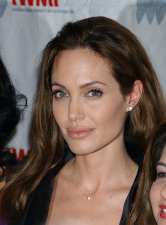 https://cf.ltkcdn.net/makeup/images/slide/87912-444x600-Angelina8.jpg