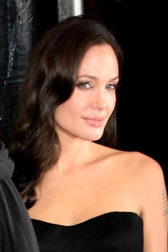 https://cf.ltkcdn.net/makeup/images/slide/87916-400x600-Angelina4.jpg