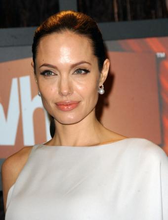 https://cf.ltkcdn.net/makeup/images/slide/87917-458x600-Angelina3.jpg