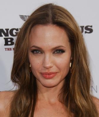 https://cf.ltkcdn.net/makeup/images/slide/87919-336x399-Angelina1.jpg