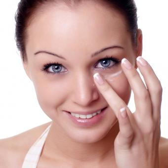 Step by Step on How to Apply Eyeshadow
