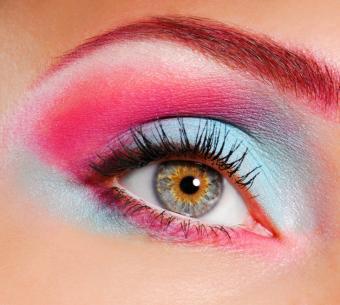 https://cf.ltkcdn.net/makeup/images/slide/87929-732x656-fluor_eye1.jpg