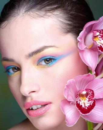 https://cf.ltkcdn.net/makeup/images/slide/87934-566x710-fluor_eye6.jpg