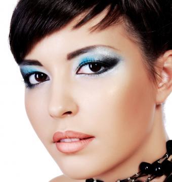 https://cf.ltkcdn.net/makeup/images/slide/87937-571x606-flour_eye9.jpg
