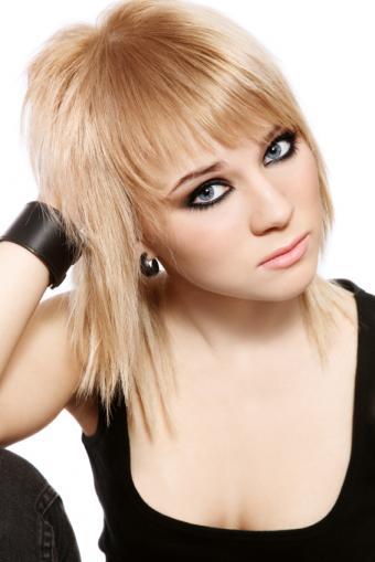 https://cf.ltkcdn.net/makeup/images/slide/87948-566x848-MakeupMistakes7.jpg