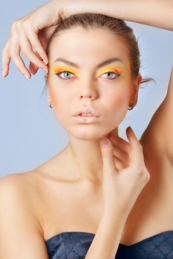 https://cf.ltkcdn.net/makeup/images/slide/87952-566x848-MakeupMistakes4.jpg
