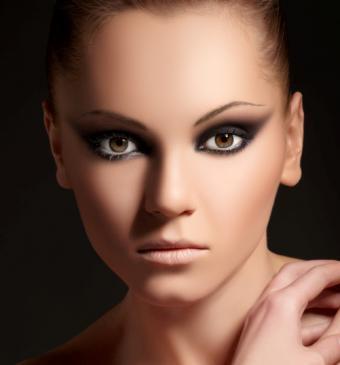 https://cf.ltkcdn.net/makeup/images/slide/87983-501x538-bold4.jpg