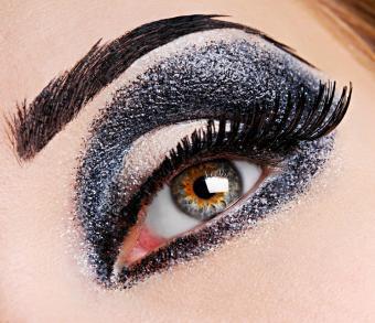 https://cf.ltkcdn.net/makeup/images/slide/87991-746x643-iStock_000003129596Small.jpg