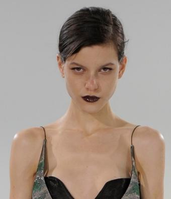 https://cf.ltkcdn.net/makeup/images/slide/88092-400x466-goth_glam.jpg