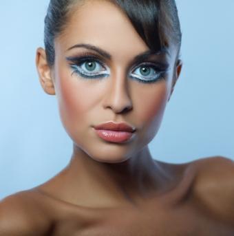 https://cf.ltkcdn.net/makeup/images/slide/92721-594x599r1-creative5.jpg