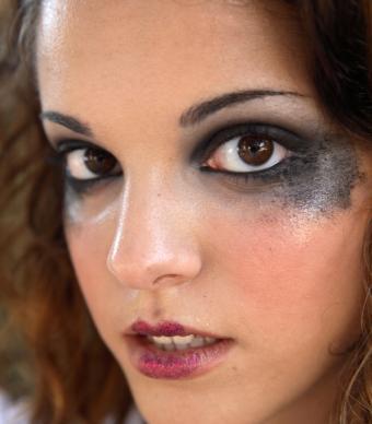 https://cf.ltkcdn.net/makeup/images/slide/92722-566x646r1-creative6.jpg