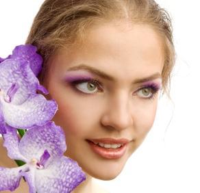 purple eye shadow on hazel eyes