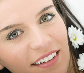 green eyes teal liner