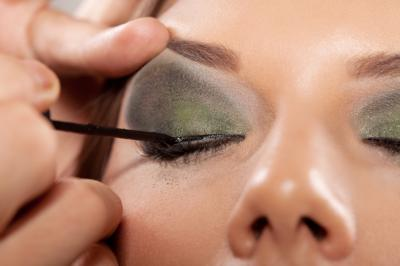 Applying Eye Makeup Professionally