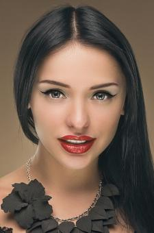 Woman with olive skin and red lipstick