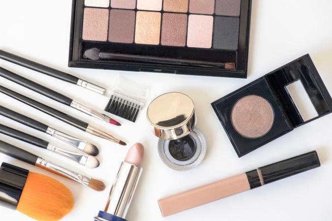 Makeup brushes, eye shadows and blush
