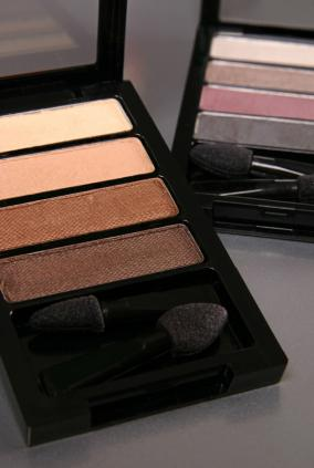 Eye shadow cases