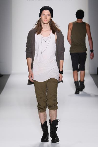 https://cf.ltkcdn.net/mens-fashion/images/slide/130589-400x597r1-Mik-layers.jpg