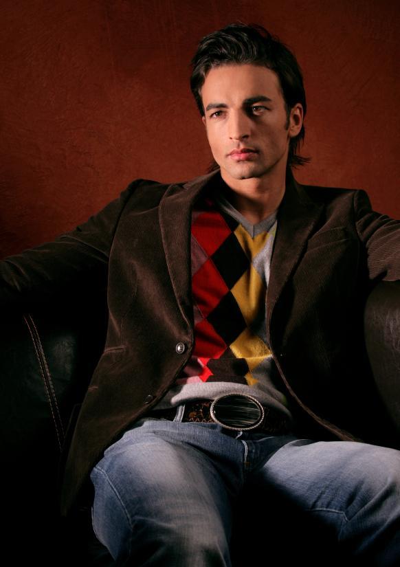 https://cf.ltkcdn.net/mens-fashion/images/slide/155445-582x825r1-argyle-sweater.jpg