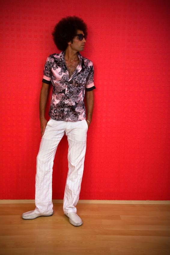 https://cf.ltkcdn.net/mens-fashion/images/slide/168494-566x848-Bold-pattern.jpg