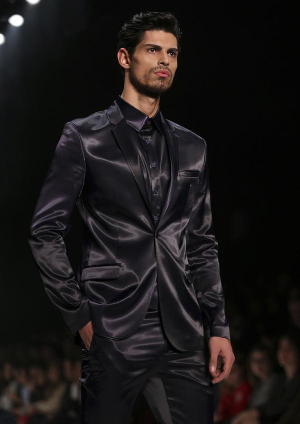 https://cf.ltkcdn.net/mens-fashion/images/slide/198907-602x850-designer05_sleekcrop.jpg