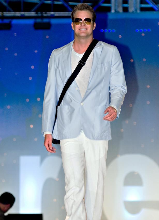 https://cf.ltkcdn.net/mens-fashion/images/slide/199725-615x850-casual3_whitecrop.jpg