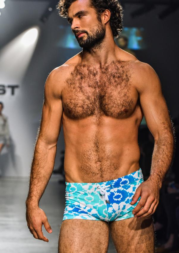 https://cf.ltkcdn.net/mens-fashion/images/slide/199914-602x850-fine05_summercrop.jpg