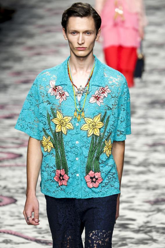 https://cf.ltkcdn.net/mens-fashion/images/slide/202659-567x850-summer03.jpg