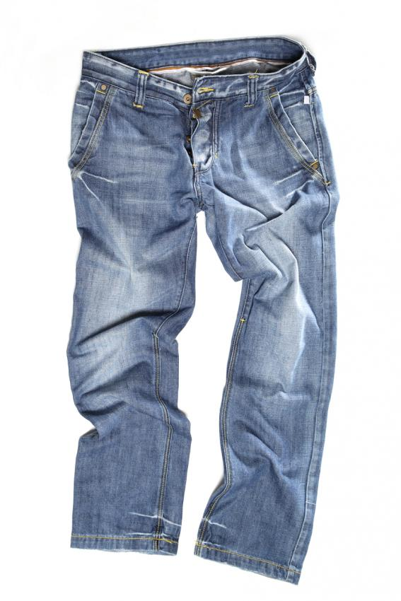 https://cf.ltkcdn.net/mens-fashion/images/slide/207027-567x850-buttonflyjeans.jpg