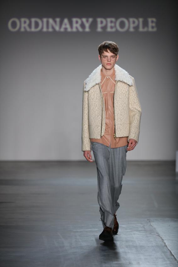 https://cf.ltkcdn.net/mens-fashion/images/slide/207030-567x850-baggytrousers.jpg
