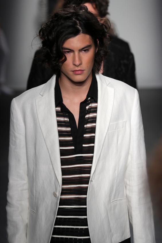 https://cf.ltkcdn.net/mens-fashion/images/slide/207034-566x850-80sman.jpg