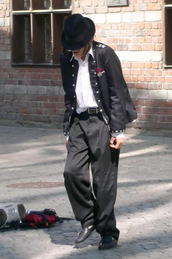 https://cf.ltkcdn.net/mens-fashion/images/slide/207039-566x850-mjbad.jpg