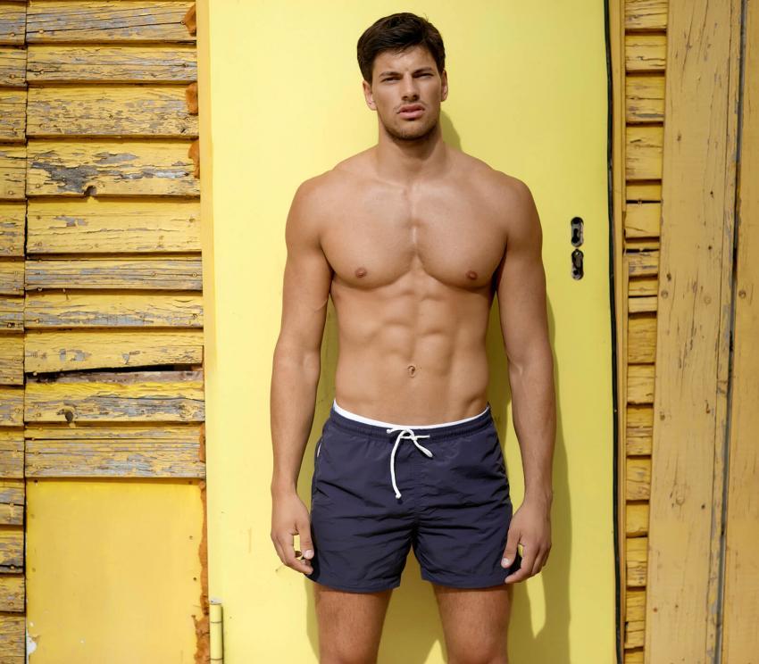 https://cf.ltkcdn.net/mens-fashion/images/slide/254000-850x744-13-hot-guys-shorts.jpg