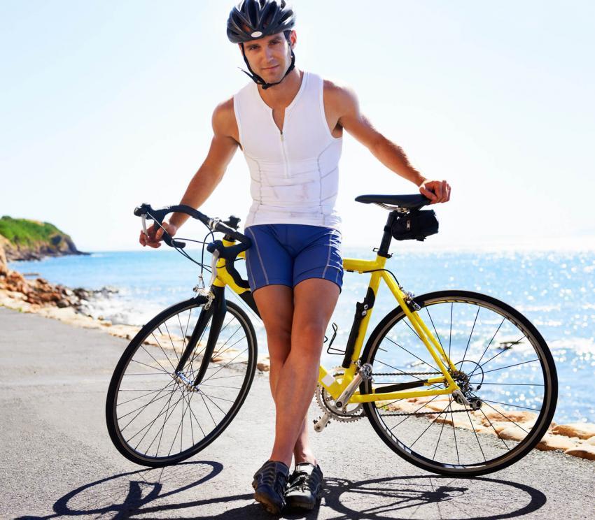 https://cf.ltkcdn.net/mens-fashion/images/slide/254004-850x744-17-hot-guys-shorts.jpg