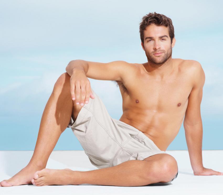 https://cf.ltkcdn.net/mens-fashion/images/slide/254013-850x744-25-hot-guys-shorts.jpg