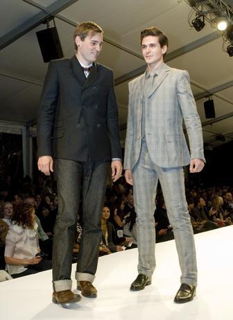 https://cf.ltkcdn.net/mens-fashion/images/slide/48877-336x461-3.-ADB-021843.jpg