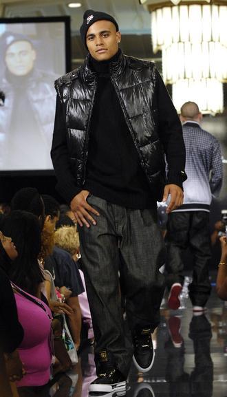 https://cf.ltkcdn.net/mens-fashion/images/slide/48879-330x577-5.-MVN-000079.jpg